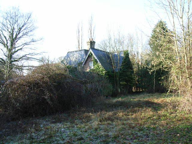 Derelict house at Chawridge Manor Farm