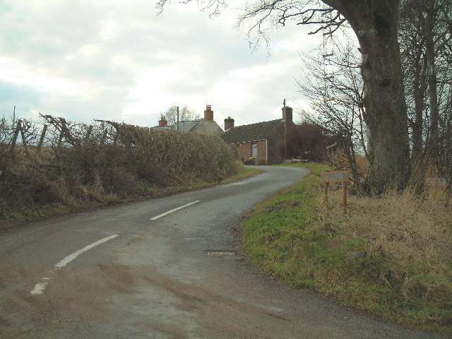 Road to Pittuncarty Farm