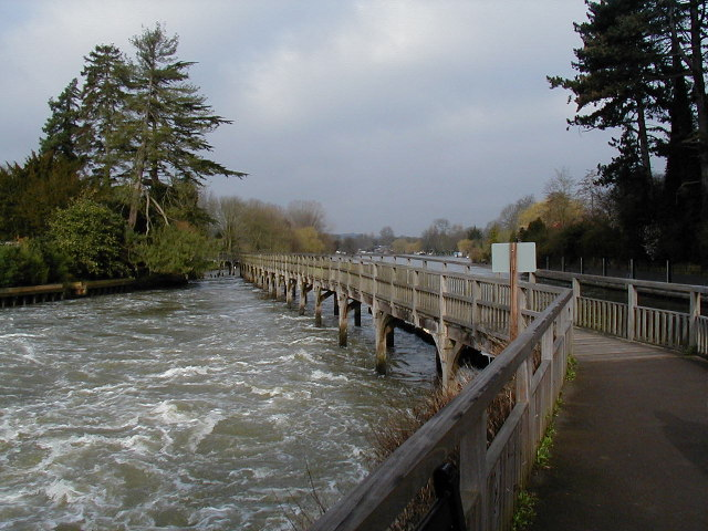 Thames - the path across to Marsh Lock