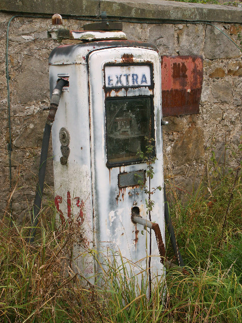 """Fill 'er up, Guv"" - disused petrol pump"