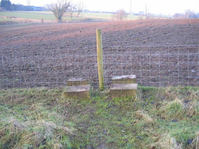 Rudimentary Stile near Heathcote Farm