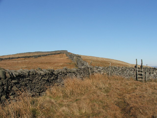 Drystone walls above Braidamaya.