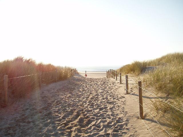 Path to Harlech beach