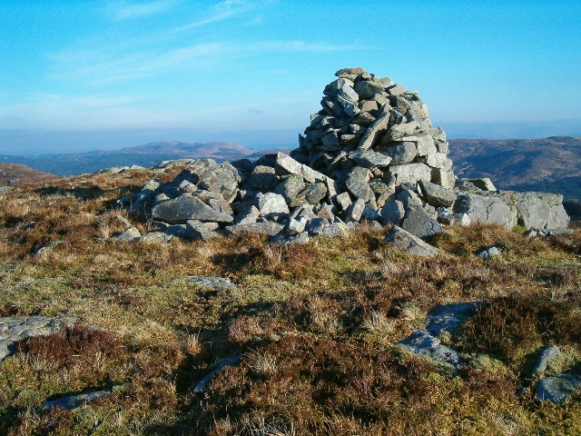 Cairn on Cruach Mhic Fhionnliadh, looking north-west