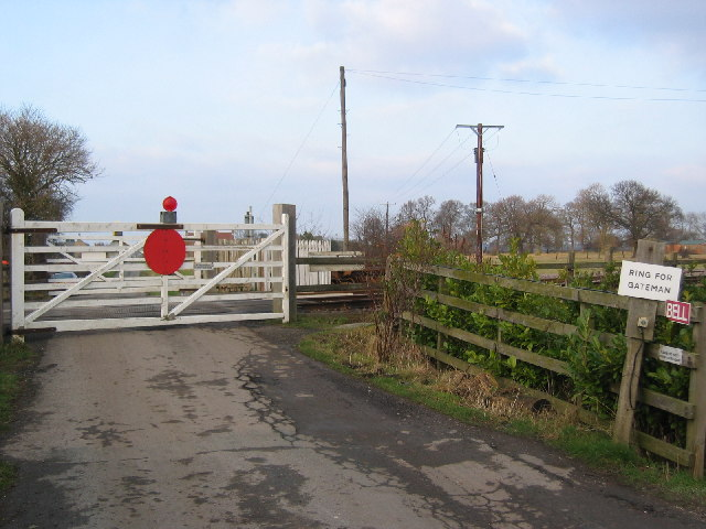 Level Crossing at SE813276