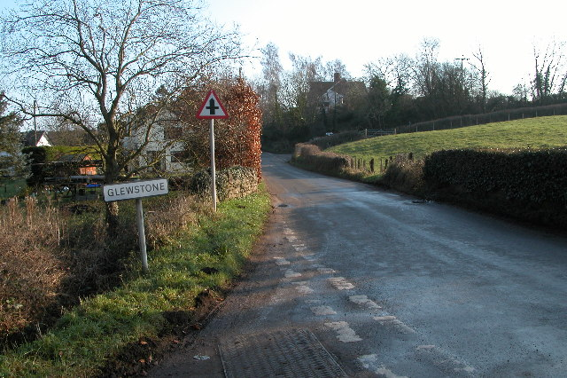 Road approaching the village of Glewstone