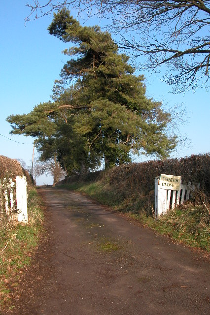 Entrance and driveway to Thatch Close, near Llangrove