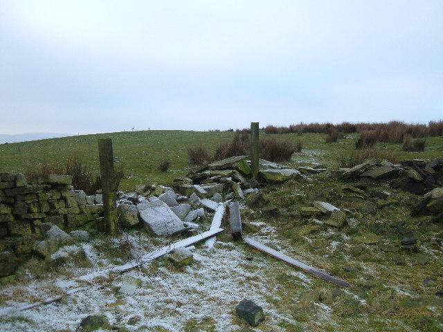 Broken wall, farmland west of Bacup