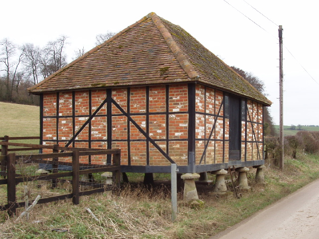 Granary on staddle stones, Lower Bottom House Farm, Chalfont St Giles