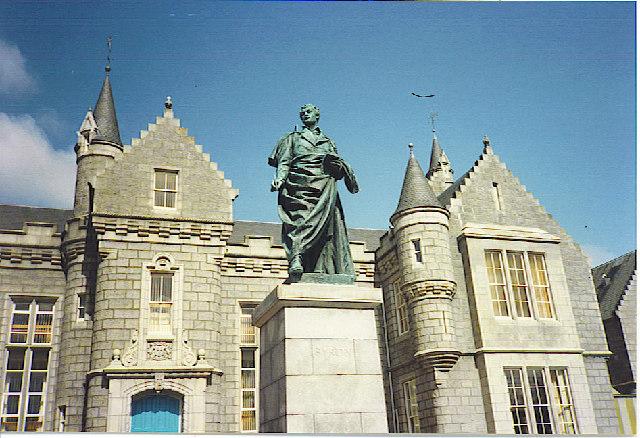 Aberdeen Grammar School,  with Byron Statue