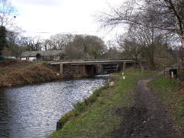 Basingstoke Canal, approaching Ash Lock, Aldershot