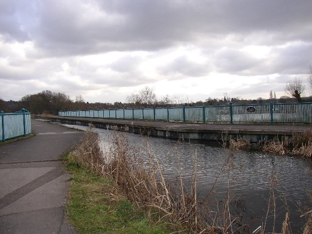 Basingstoke Canal, aqueduct over the Blackwater Valley Road