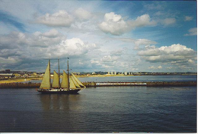 SS Malcolm Miller leaves Aberdeen, Tall Ships Race 1991.