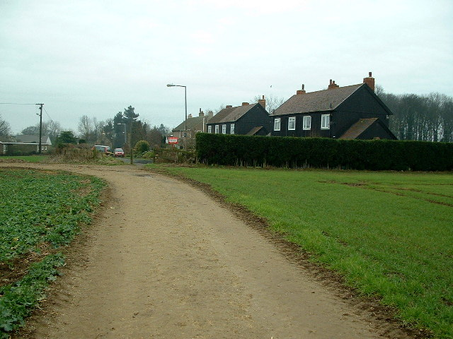 Footpath entering High Melton