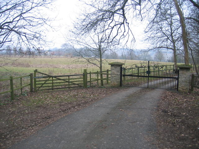 Gateway to Fossedene Manor