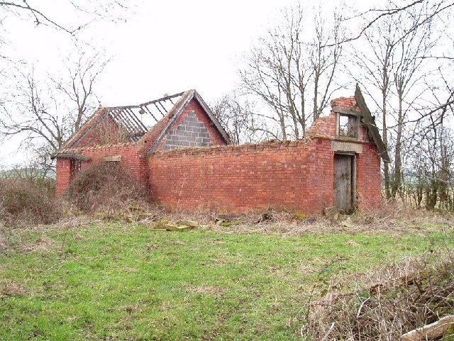 Disused farm building Eakring to Kneesall Road