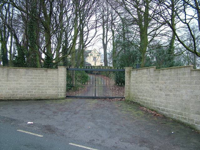 Entrance to Robin Hood Pub