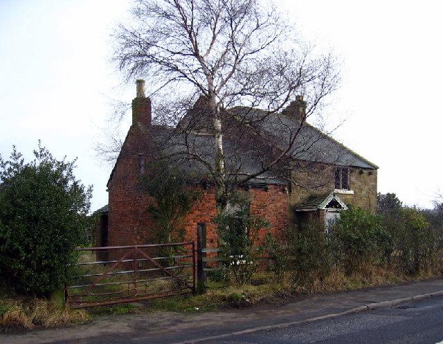 Derelict farmhouse, Clover Hill