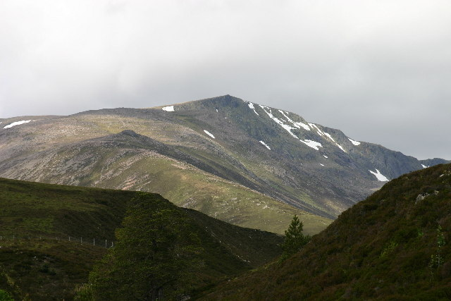 Sr&ograve;n Riach and Coire Sputan Dearg from Glen Luibeg