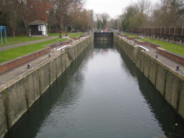 River Thames: Romney Lock