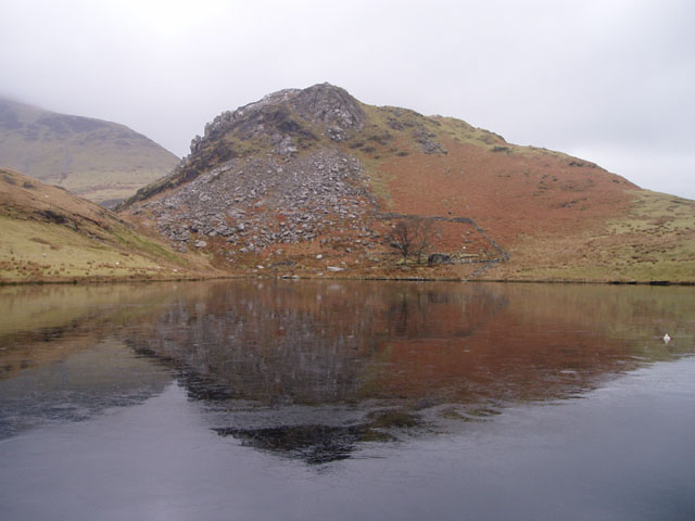Clogwynygarreg across a frozen Llyn y Dywarchen