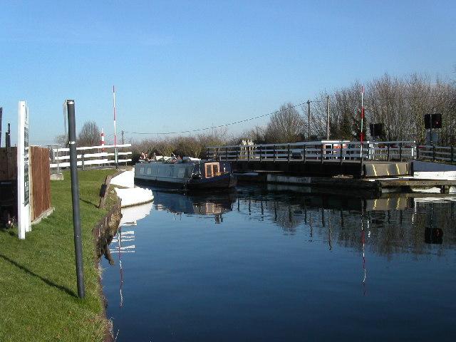 Narrow boat at Parkend bridge