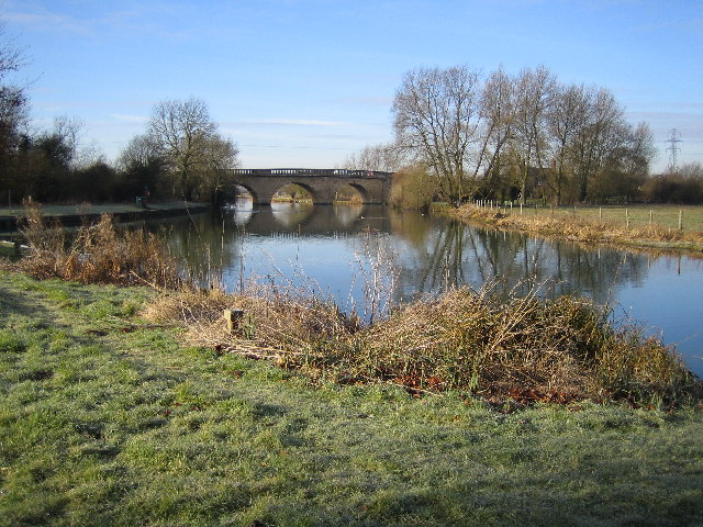 River Thames: Swinford Bridge
