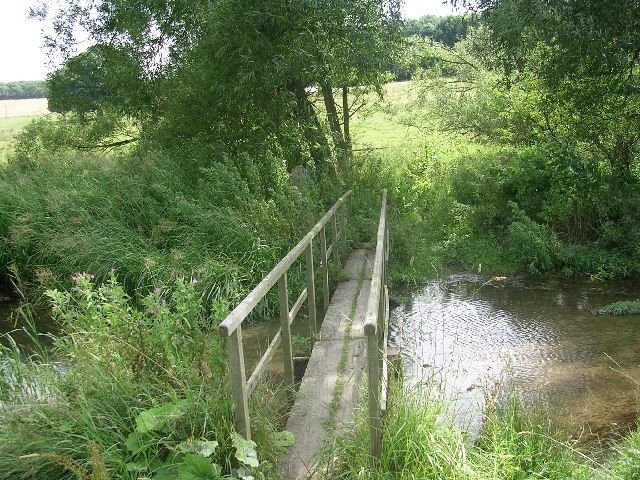 Footbridge leading into Londesborough Park
