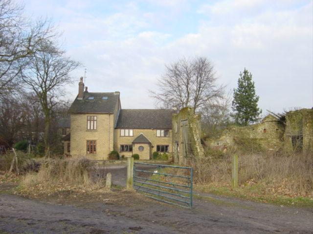Tan Yard House and derelict barn, Chadwick Green