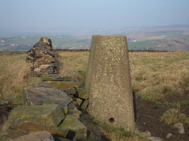 Hey Farm triangulation pillar, 253 metres