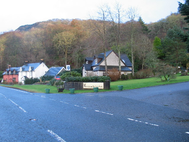 Entrance to Knipoch Hotel with houses nearby.