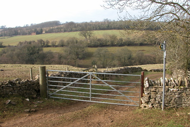 Junction of a footpath and bridleway, Sevenhampton