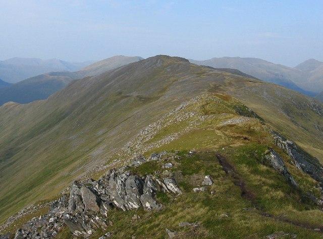 Southern ridge of Mullach na Dheiragain