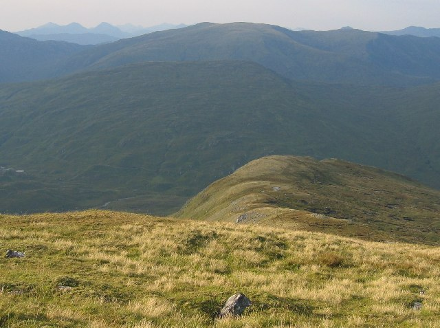 Looking down the northern ridge of Mullach na Dheiragain