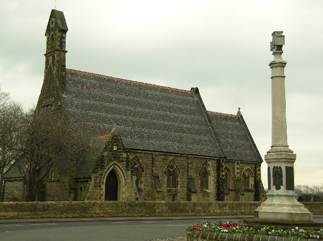 Allerton Bywater St Mary the Less & War Memorial