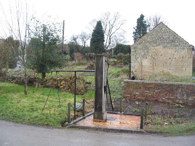Village pump, Castle Bytham