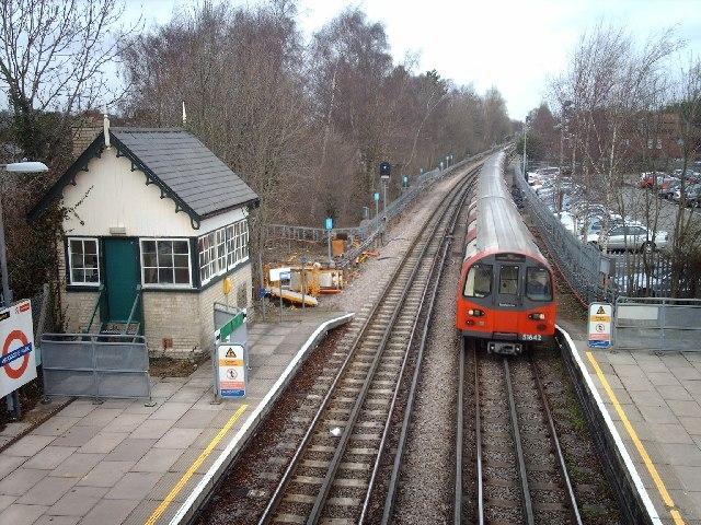 Woodside Park Station