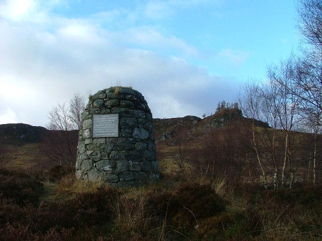 Monument to Calum Piobair