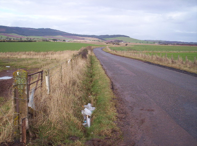 Road from Laurenckirk towards Auchenblae