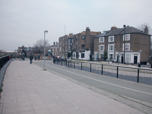 Thames Path at Ballast Quay