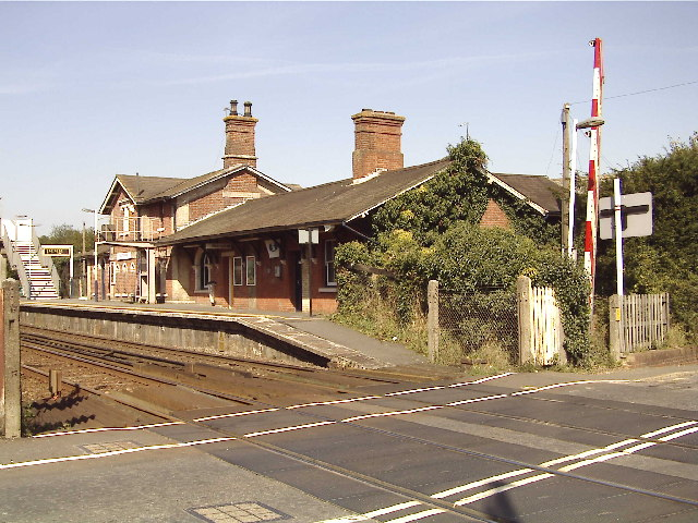 Robertsbridge station and level crossing