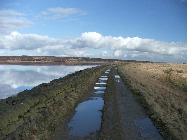 SE side of White Holme Reservoir.