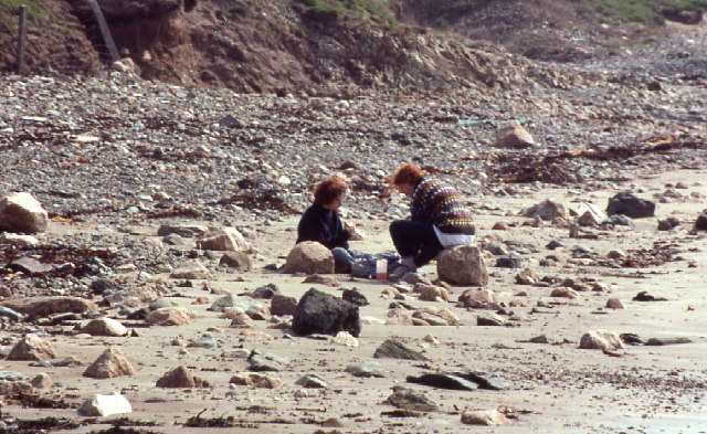 Measuring pebbles on the beach