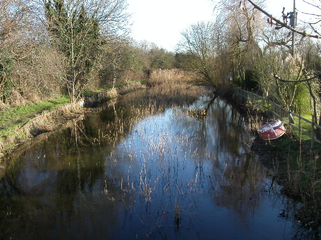 Stroudwater canal south from Saul bridge