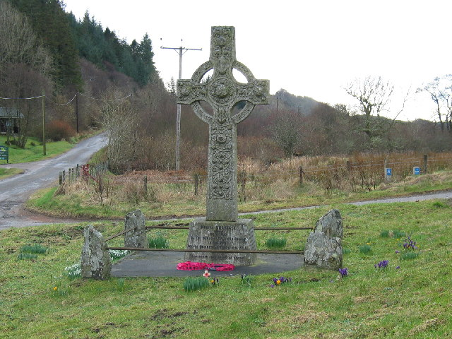 Memorial at the junction  of the Achnamara/Tayvallich road.