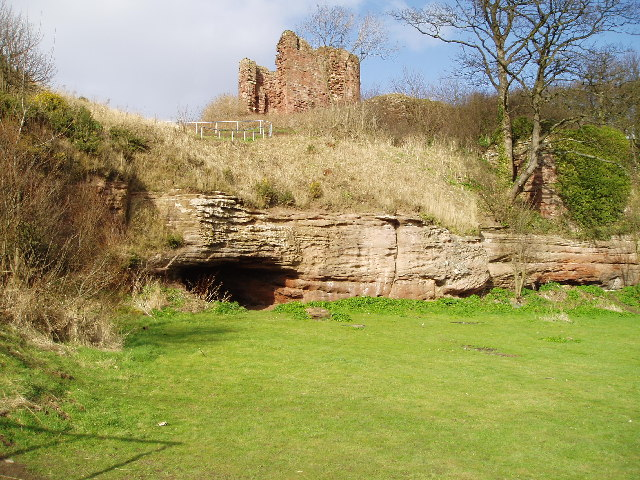 Macduff's Castle and the Wemyss Caves