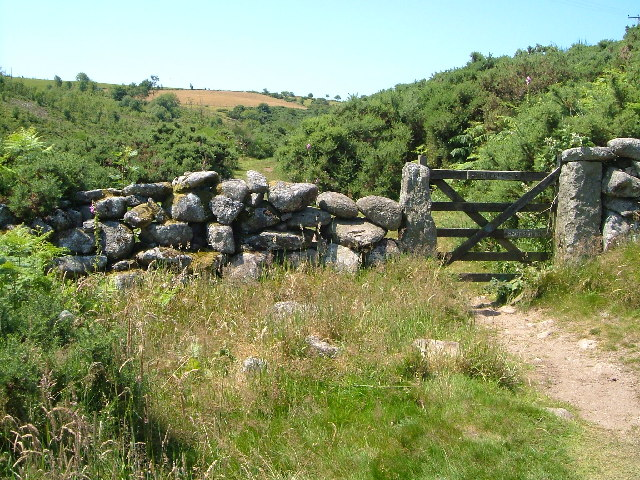 Granite wall and gateposts, near Postbridge