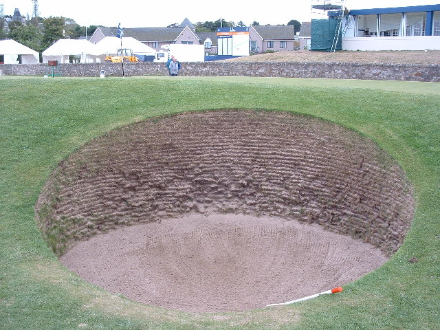 Road hole bunker