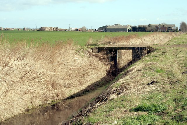 Bridge over fen drain, Dyke Fen