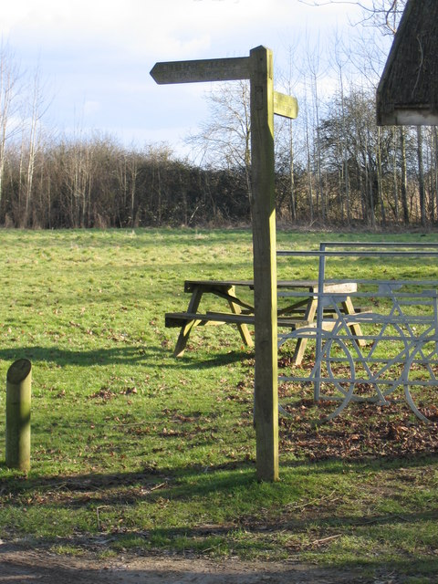 Picnic site in the Cotswold Water Park near Ashton Keynes